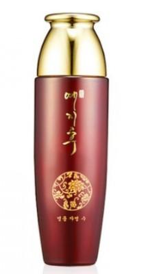 Тонер с экстрактом красного женьшеня BERGAMO Yezihu skin toner 150 мл: фото